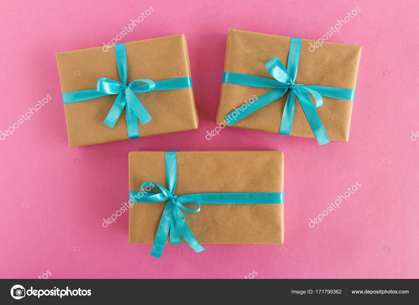 2537108b968d Como hacer lazos para regalos con cinta de agua | Tres cajas de ...