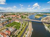 Fotografia Szczecin con il fiume Oder visto dalla vista di occhio delluccello. Paesaggio di Stettino con Piastowski baluardo, itinerario del castello e il ponte di Oder