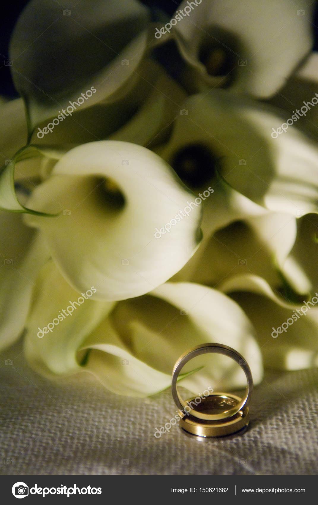Hochzeit Ringe Und Blumen Stockfoto C Ioanna Fotiadou Yahoo Gr
