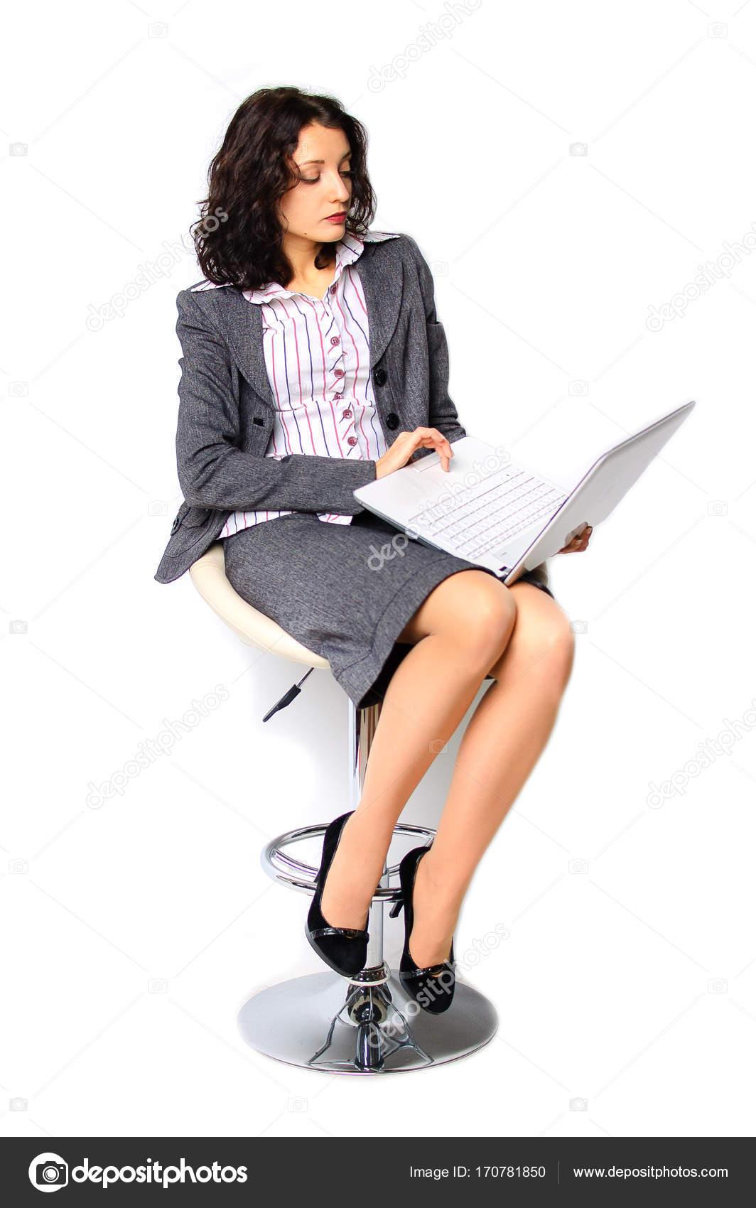 Une Brune Chaise Est Pied Sur BusinessLa Portrait De À Femme lTK1cJF