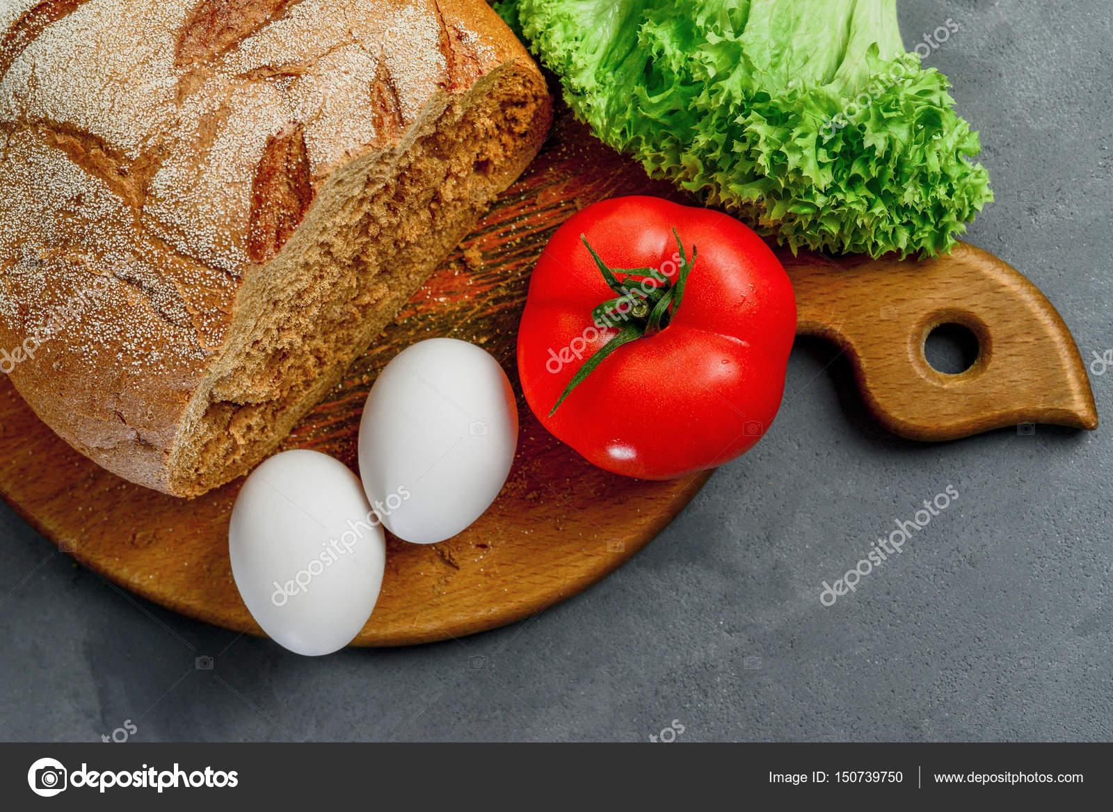 Cocinar Lechuga | Huevos Tomate Hojas De Lechuga Pan Tabla De Madera Con