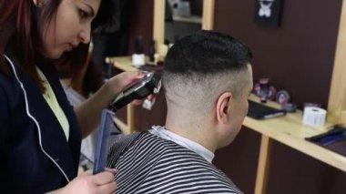 Coupe de cheveux élégante pour les garçons vidéo