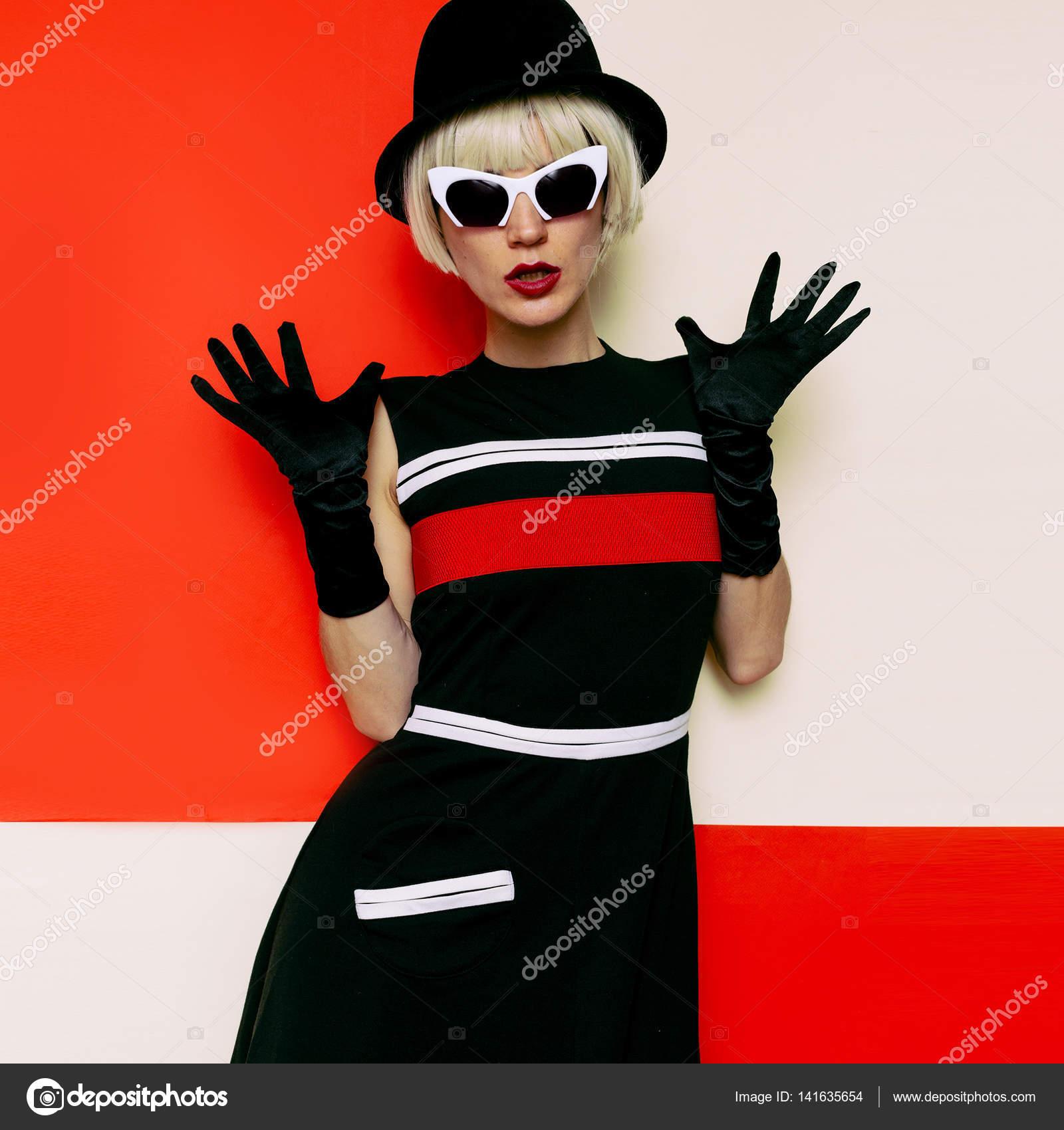 Lady Retro-Stil Kabarett-Vintage-Kleidung. Minimale Mode. Kunst ...