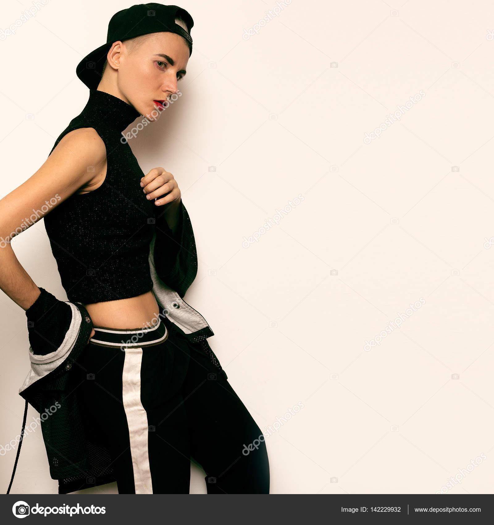 7eb4da87b22bc Tomboy chica modelo estilo urbano traje danza Hip Hop ropa — Foto de Stock