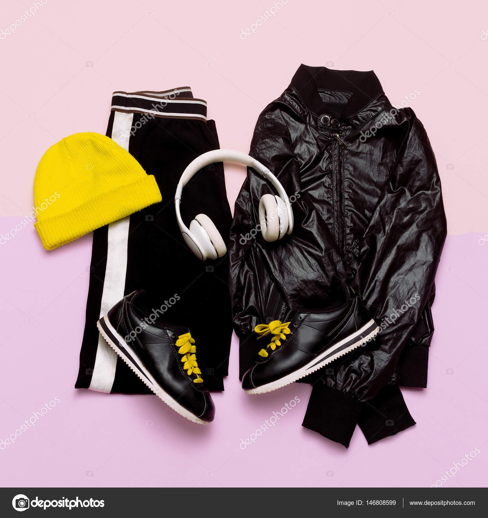 sports shoes 7b6ee d9b81 Vestito di moda per le donne. Vestiti neri alla moda e ...