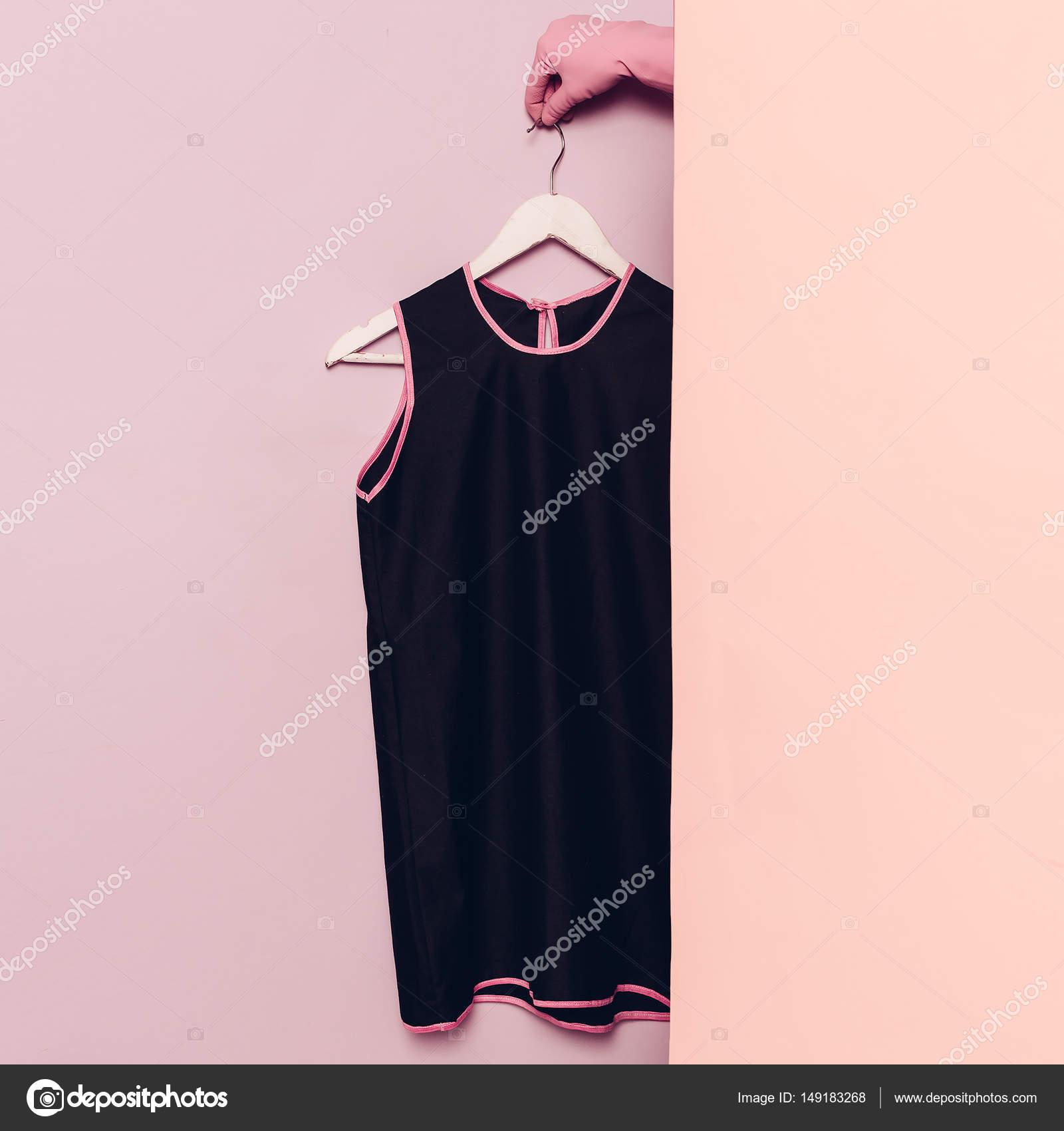 schwarzes sommerkleid. stilvolle kleidung. garderobe ideen trend