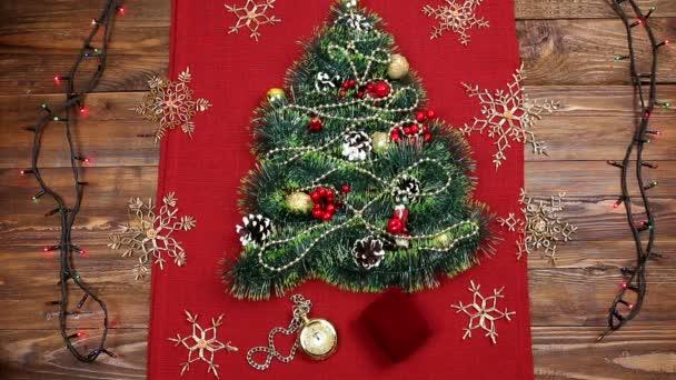 Weihnachtsbaum lametta schmucken