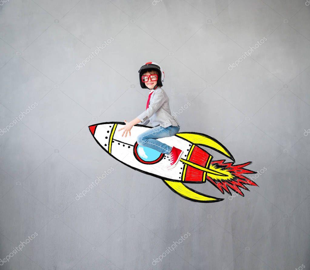 Bambino che gioca con immagina razzo foto stock yaruta - Immagini stampabili a razzo ...