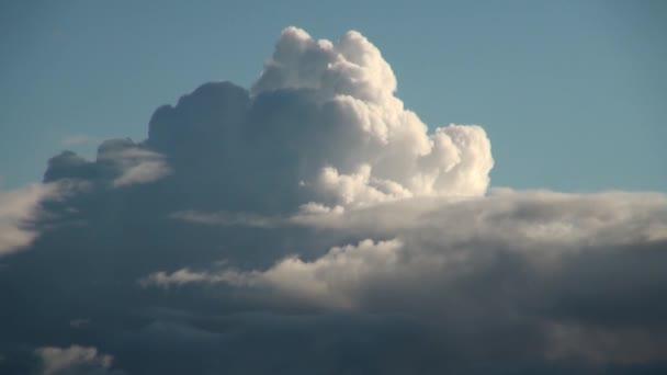 Majestátní husté mraky