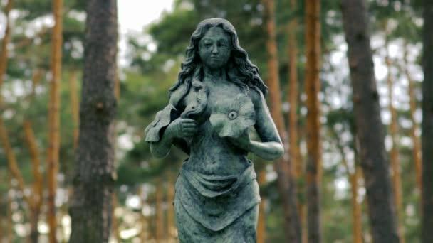 Žena v lese sochařství časová prodleva