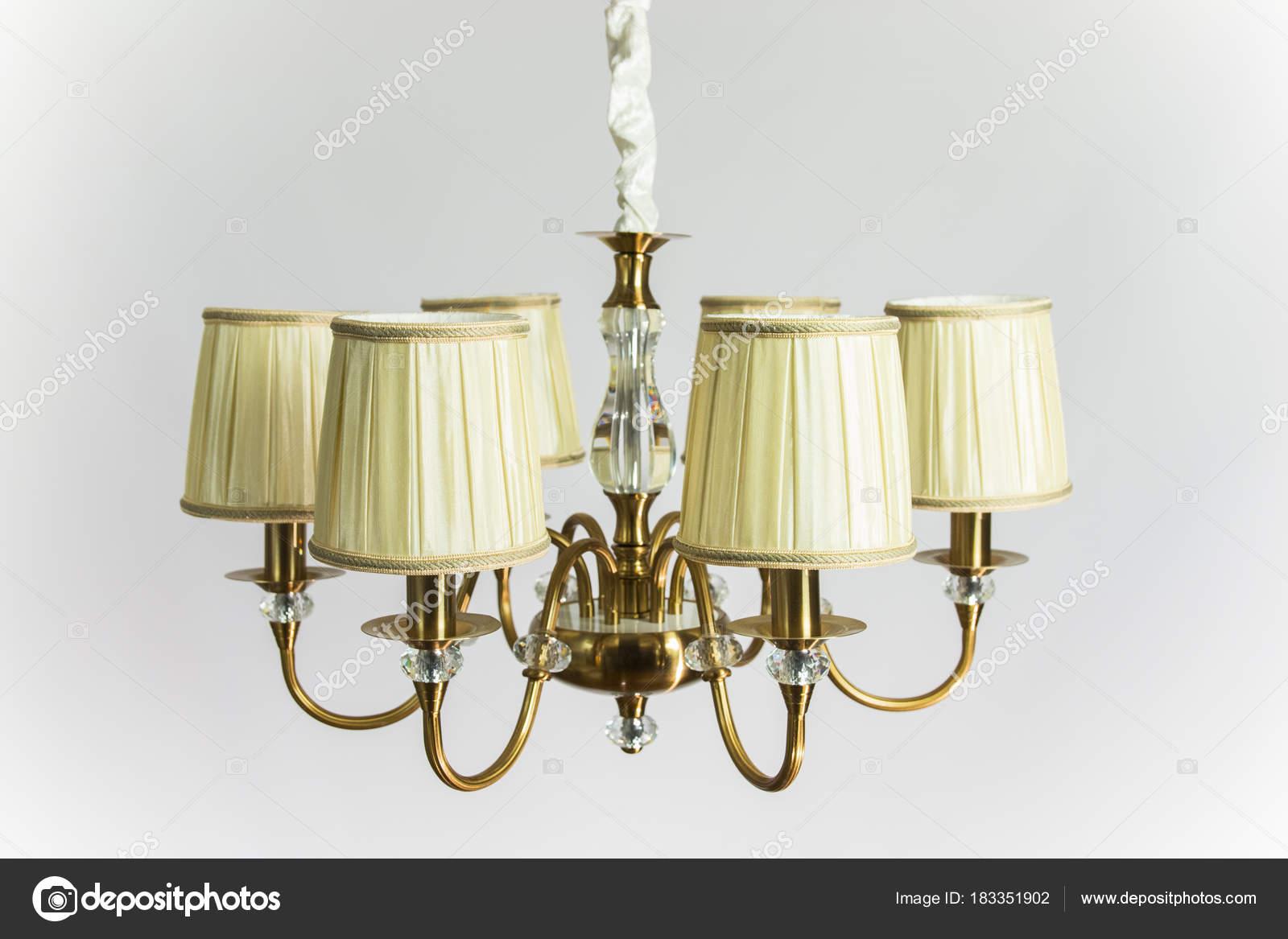 Kronleuchter Antik Gold ~ Goldene kronleuchter mit beige deckengemГ u stockfoto okvideo