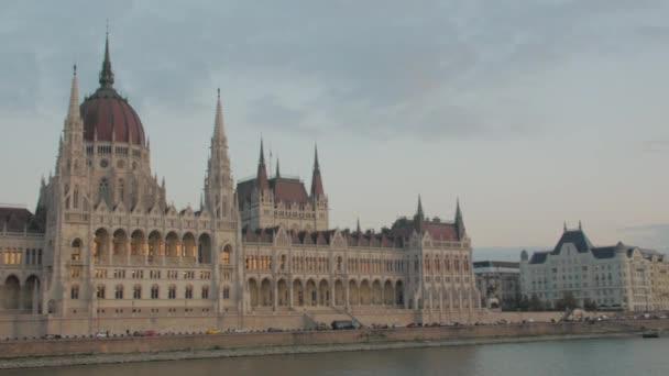 Magyar Parlament és a Duna