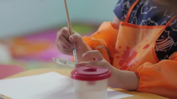 gyermek játszó festékek