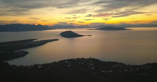 Letecký pohled na ostrově Aegina, Řecko na krásný západ slunce