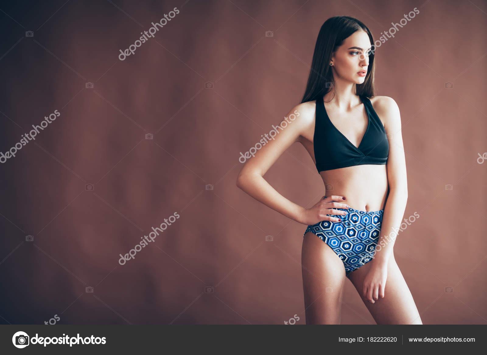 Женщины в одежде секси