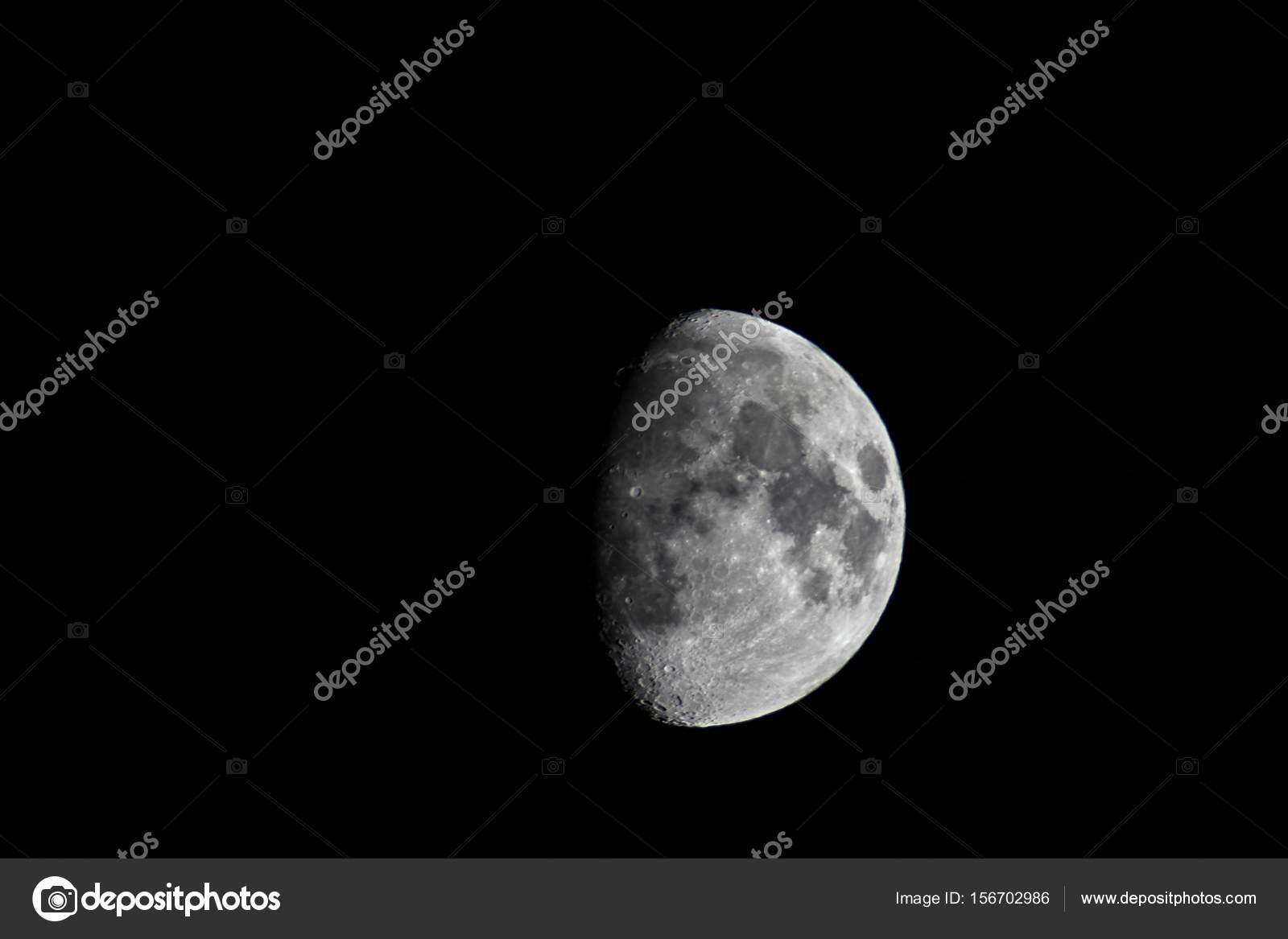 Cuarto de luna en una noche oscura — Fotos de Stock ...
