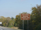 Directional sign to the Fort Smith National Historic Site in Arkansas.