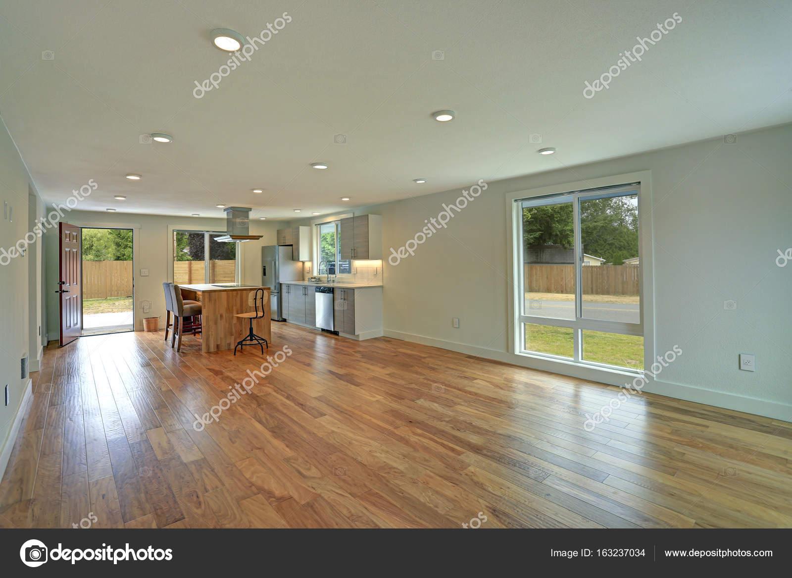 Offener Grundriss Innenraum Verfügt über Eine Neu Gestaltete Küche U2014  Stockfoto