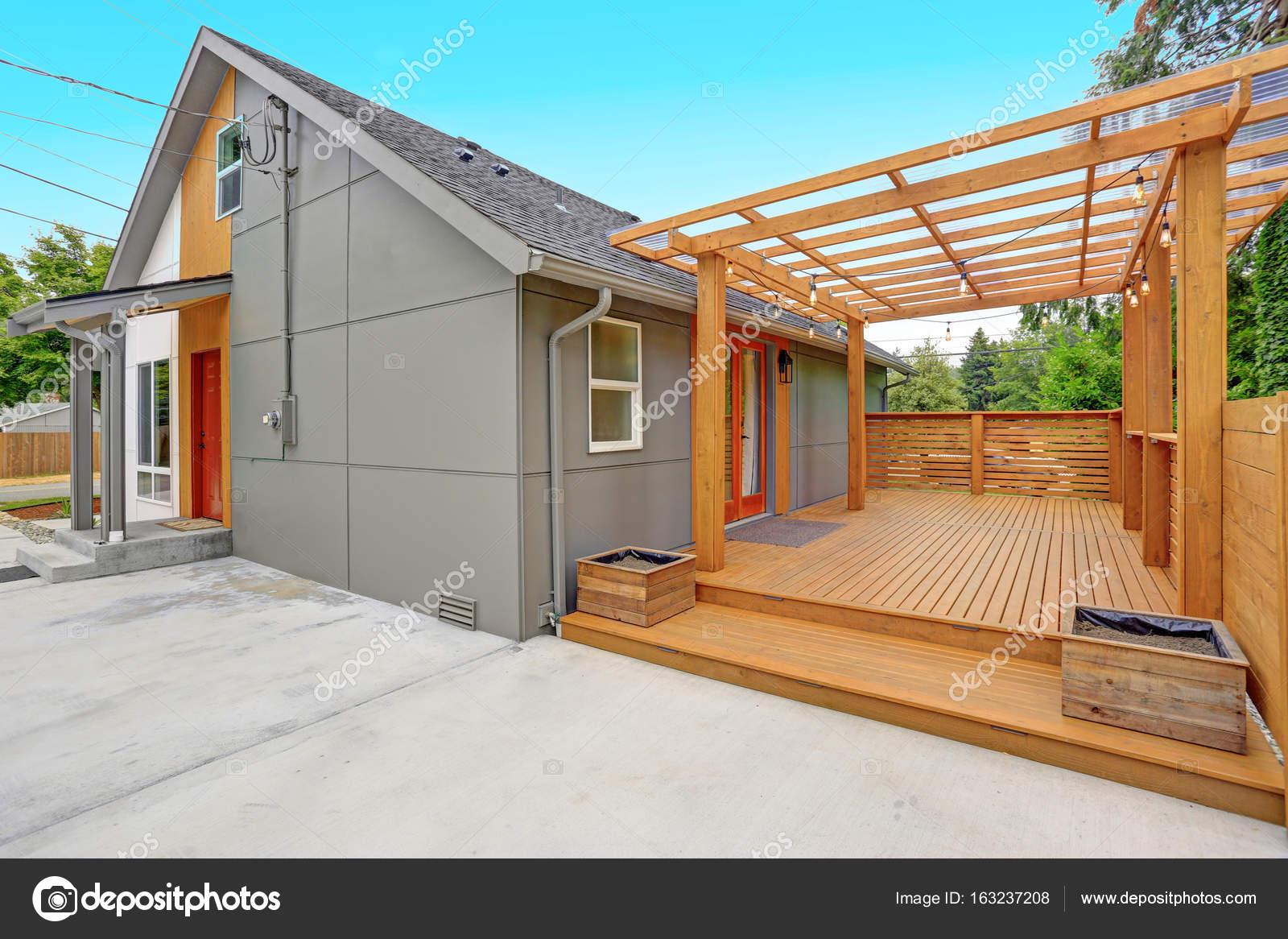 Geheel gerenoveerd modern huis in everett u2014 stockfoto © alabn #163237208