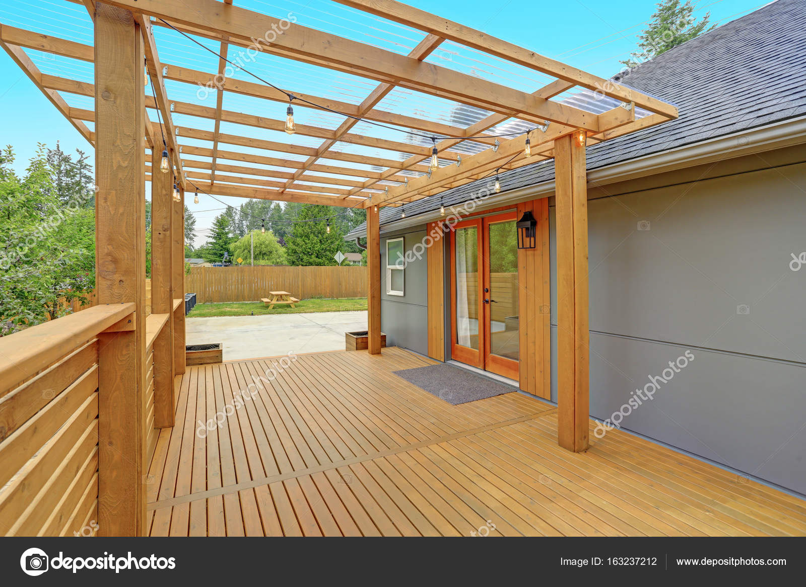 Geheel gerenoveerd modern huis in everett u stockfoto alabn