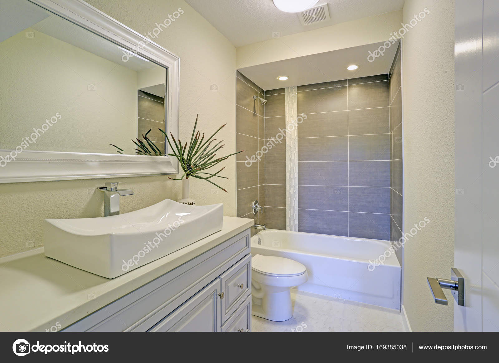 Freshly Renovated Bathroom Features Shower Tub Combo U2014 Stock Photo