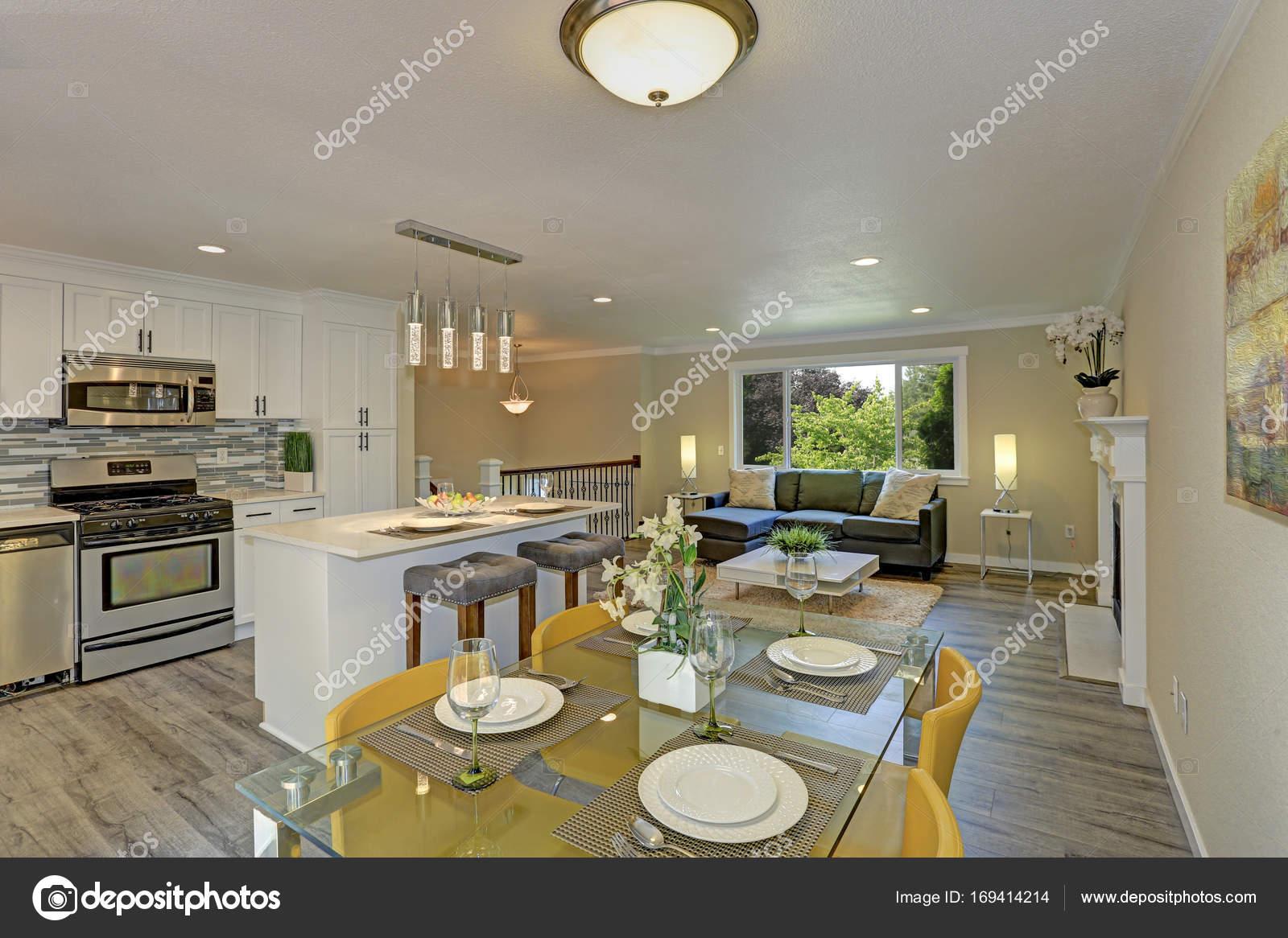 Verlichting Woonkamer Plan : Mooie open plan tweede verdieping woonkamer keuken en