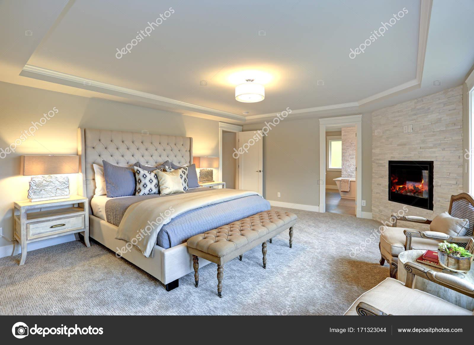 interno camera da letto di lusso — Foto Stock © alabn #171323044