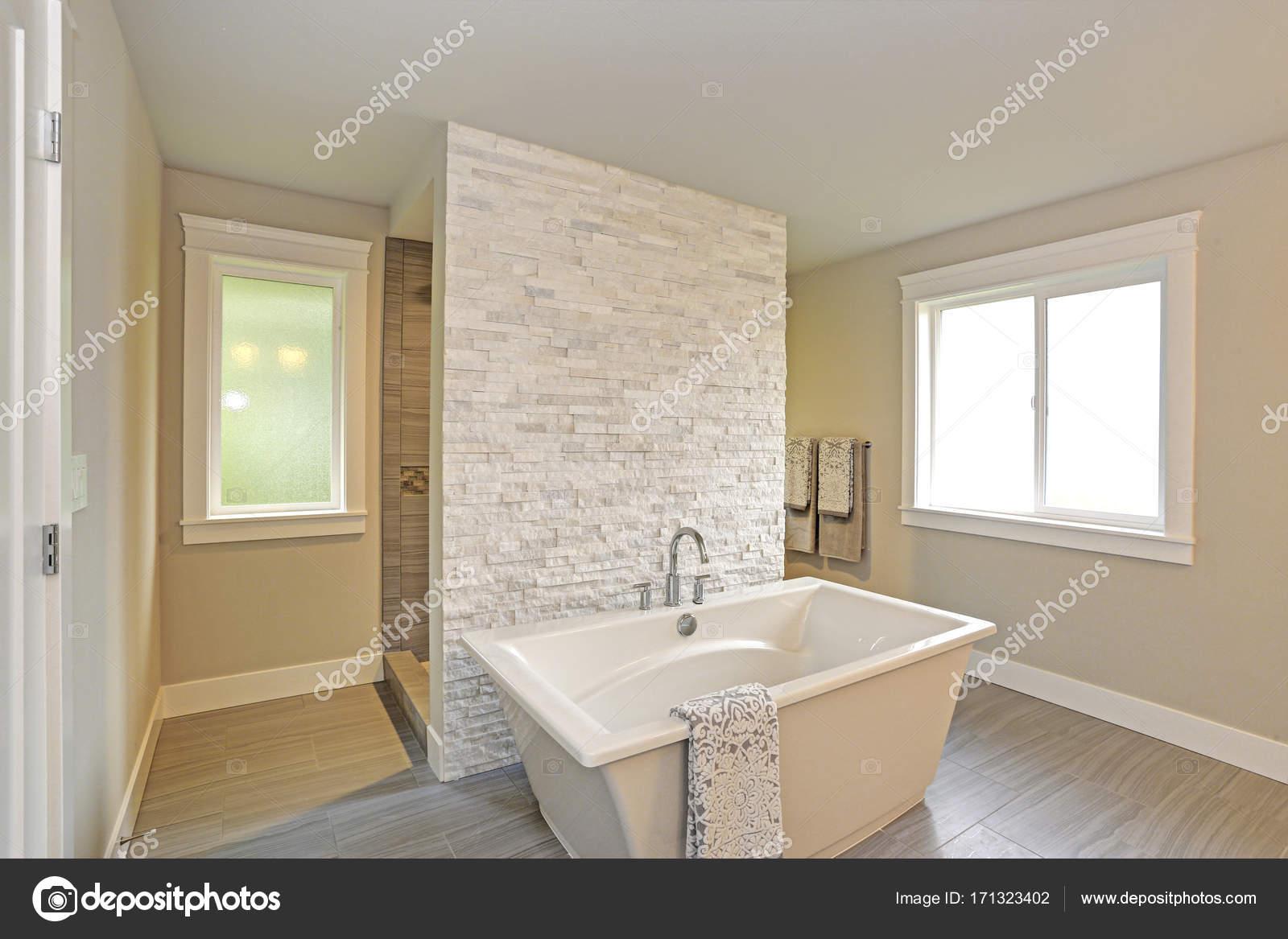 Vanity Bad Mit Freistehender Badewanne Photo Of Erstaunlich, Master-bad — Stockfoto