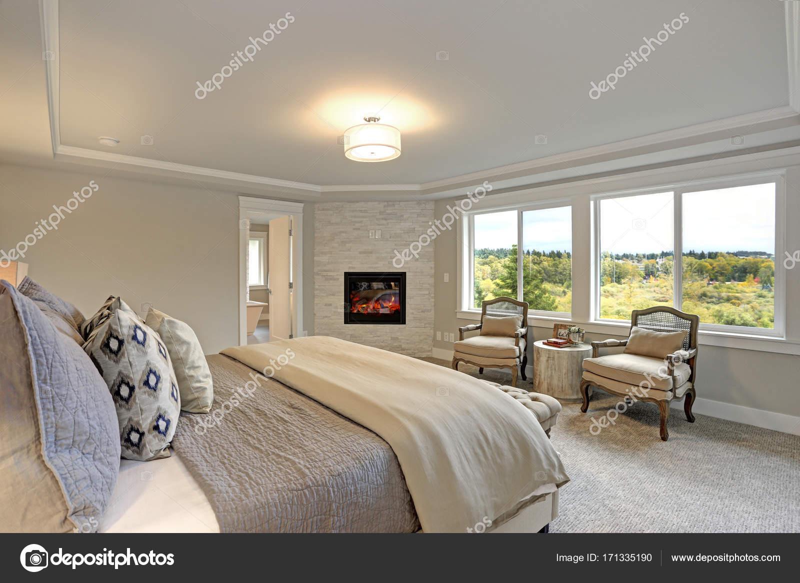Interno camera da letto di lusso. — Foto Stock © alabn ...