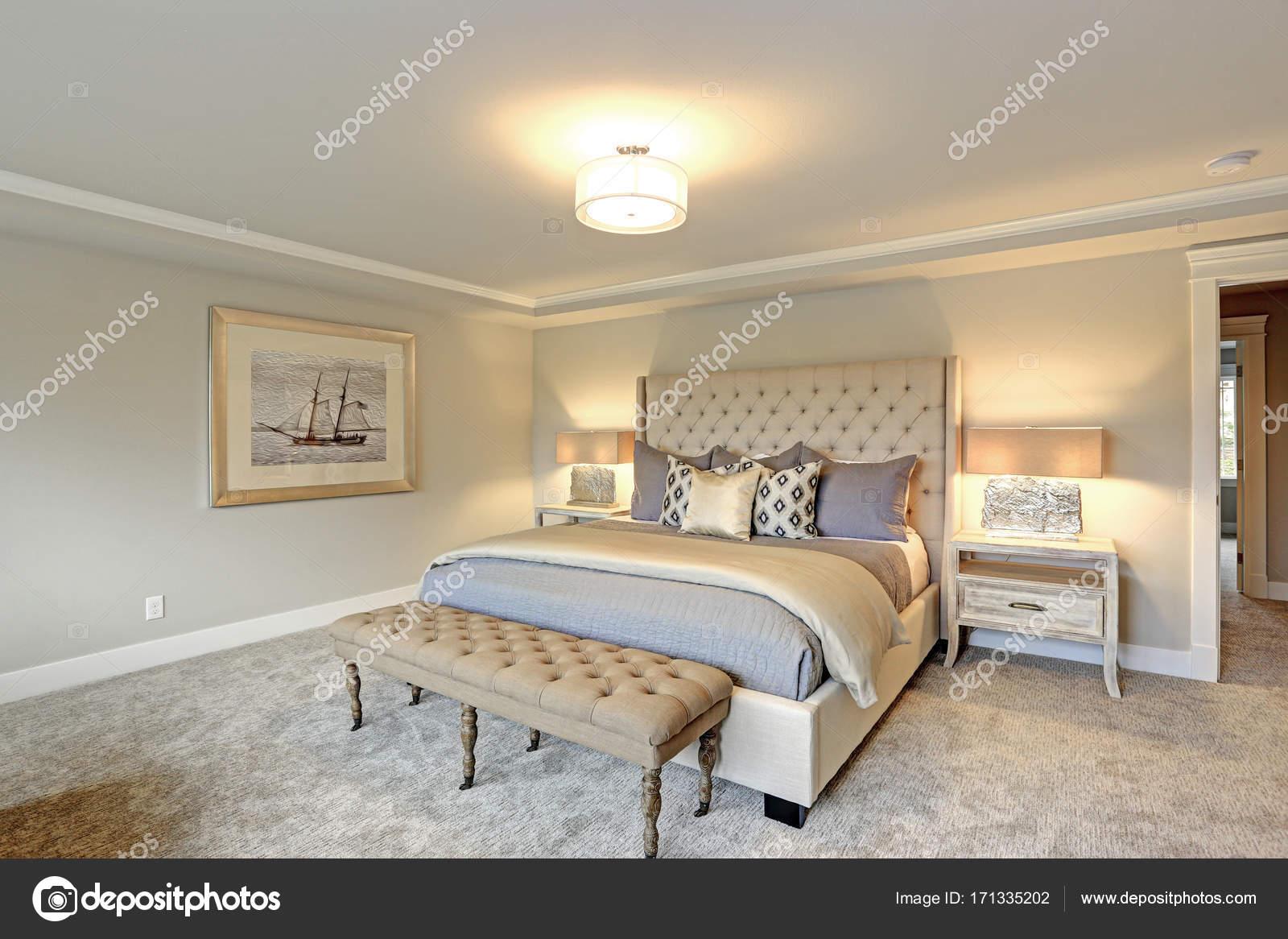 interno camera da letto di lusso — Foto Stock © alabn #171335202