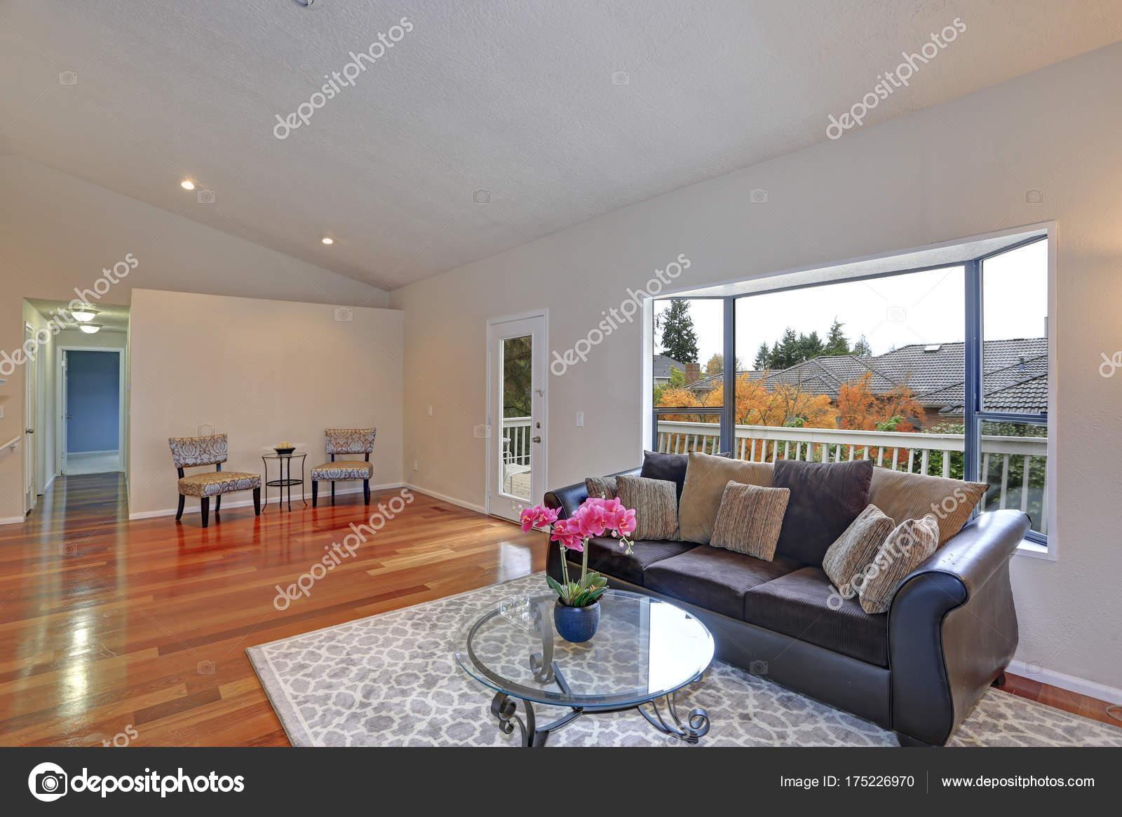 Einfache rustikale Wohnzimmer Design — Stockfoto © alabn #175226970