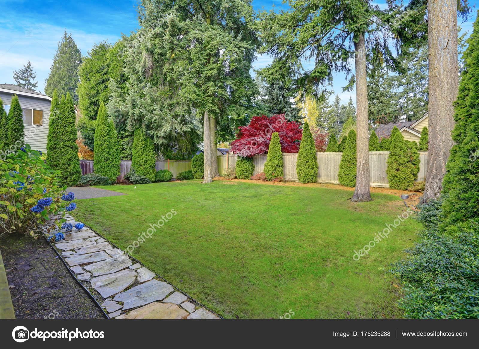 Fabelhaft Schöne Terrassen Und Gartengestaltung Beste Wahl Schöne Landschaft Mit Gepflegten Grünen Rasen Garten,