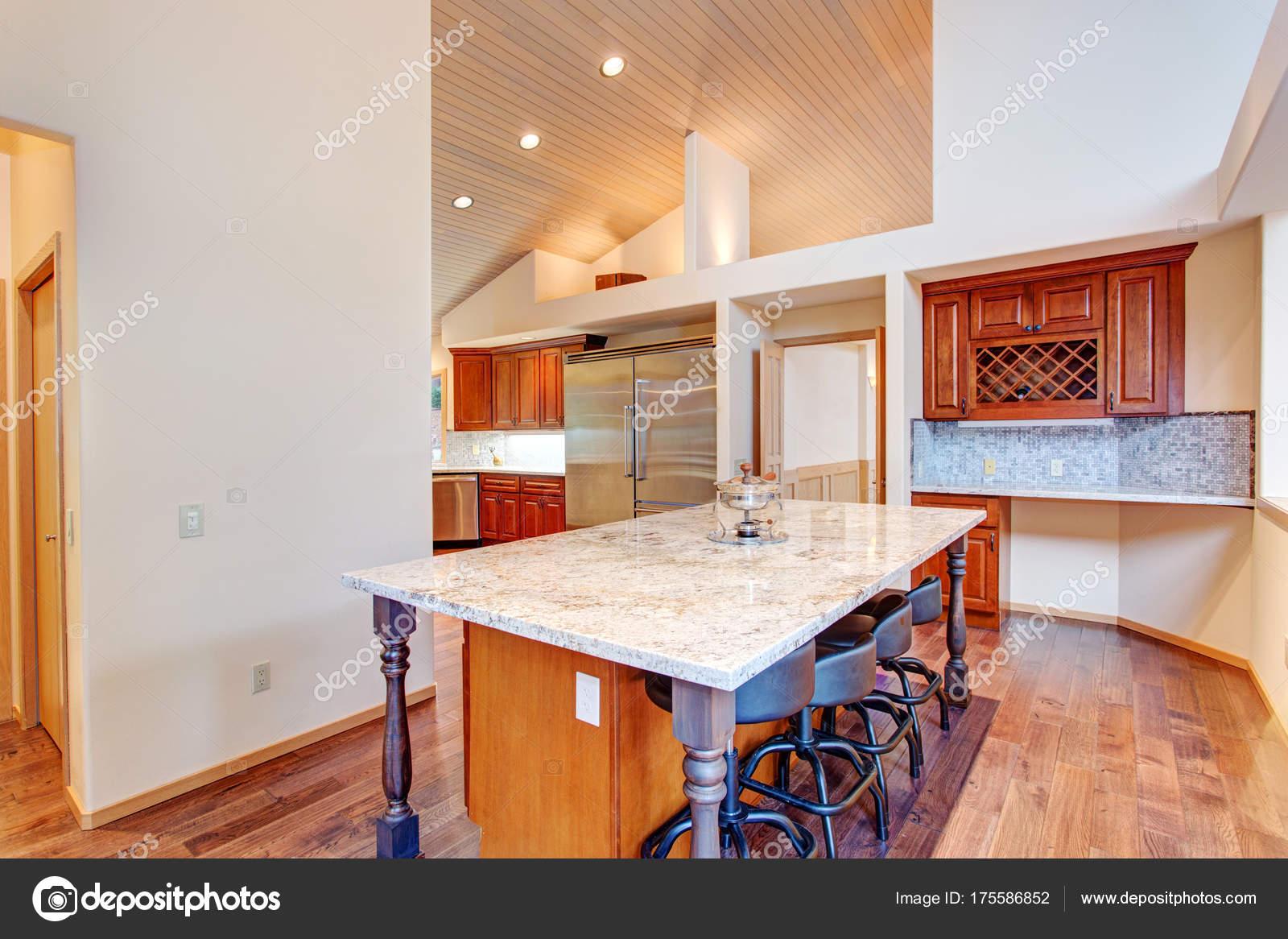 Offene Küche Grundriss mit einer Kochinsel — Stockfoto © alabn ...