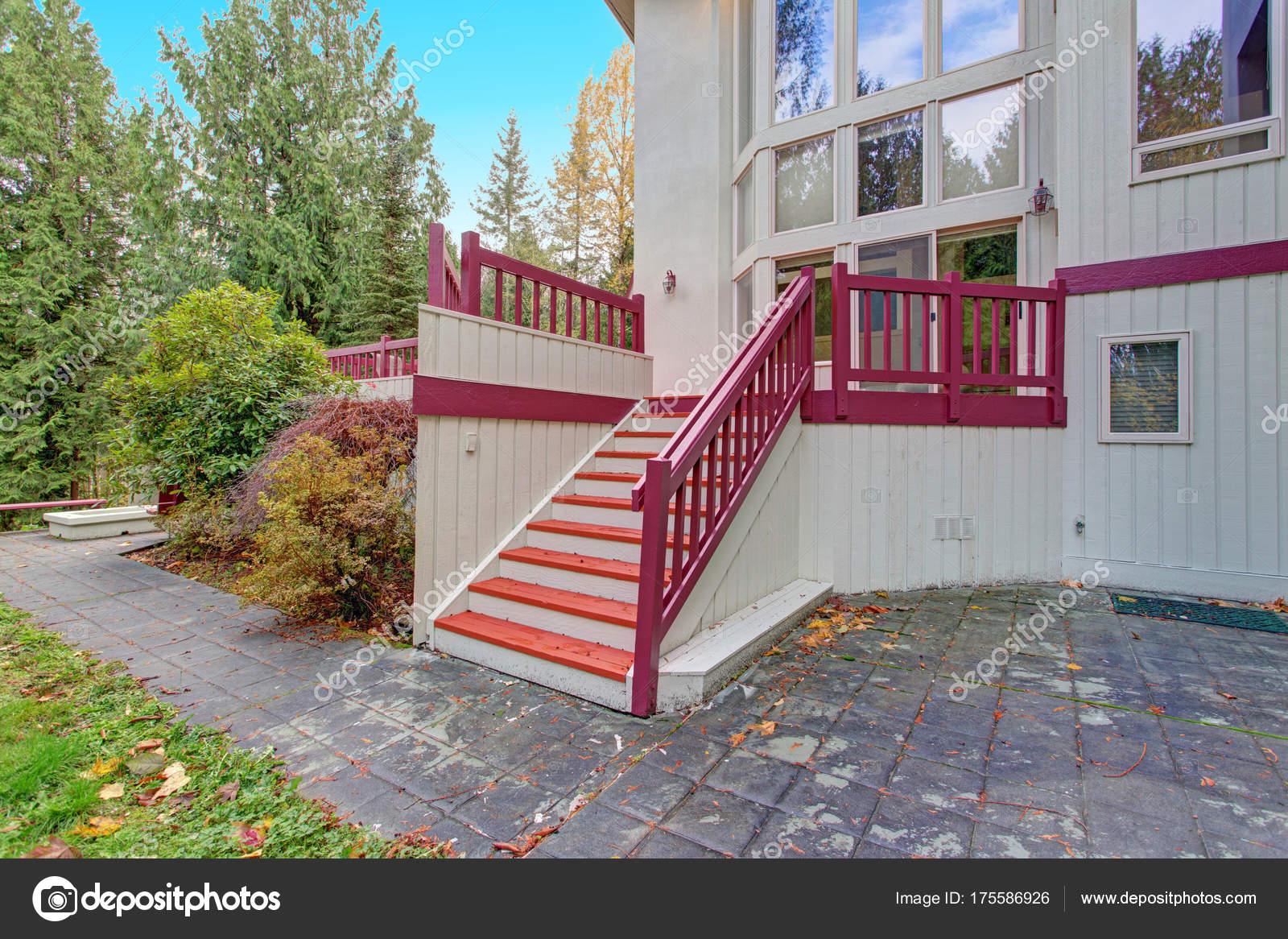 Esterno Di Una Casa : Esterno di una casa di lusso visualizzazione di una scala u foto