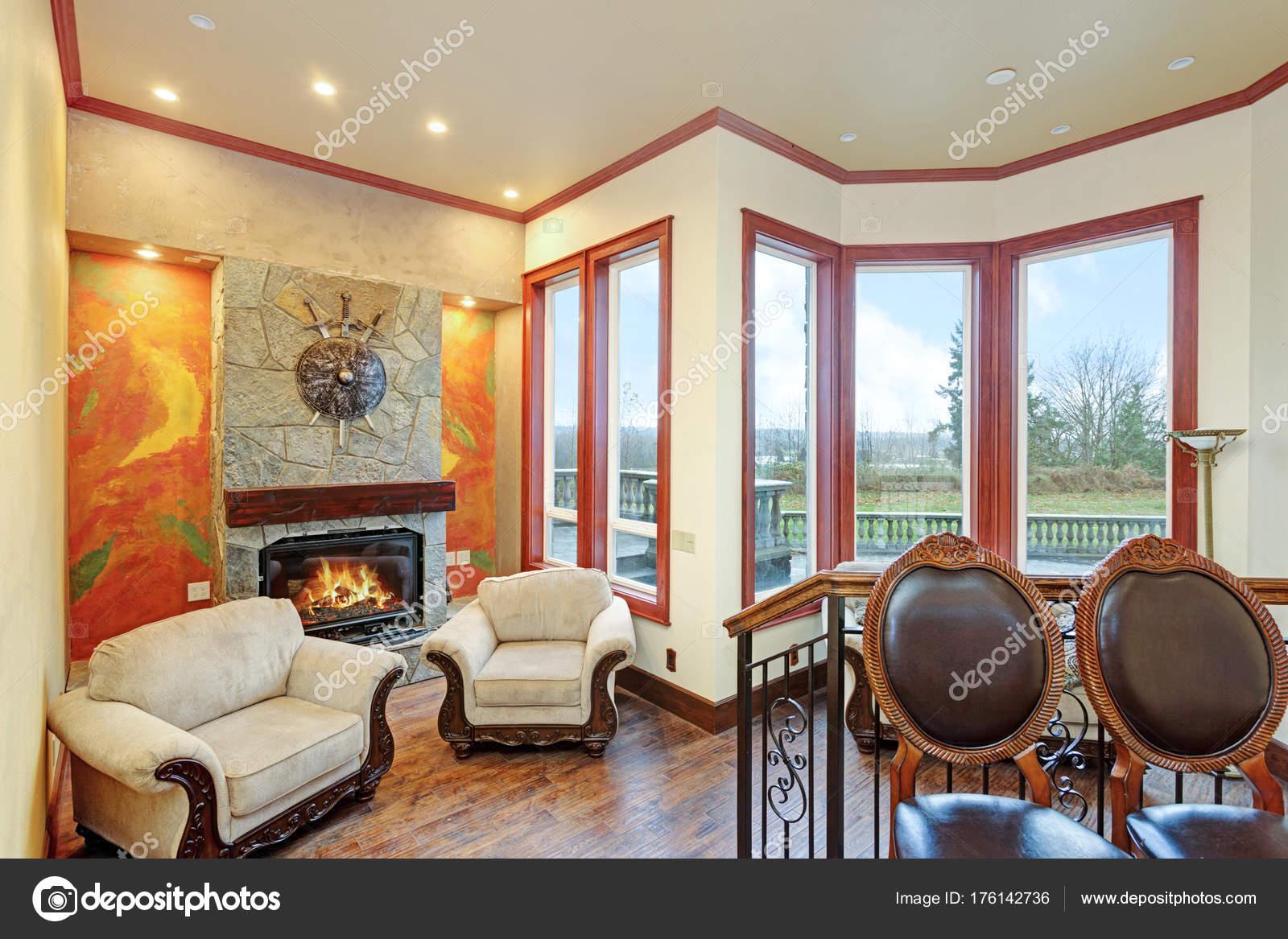 Warme gemütliche Familienzimmer mit einem luxuriösen Herrenhaus ...