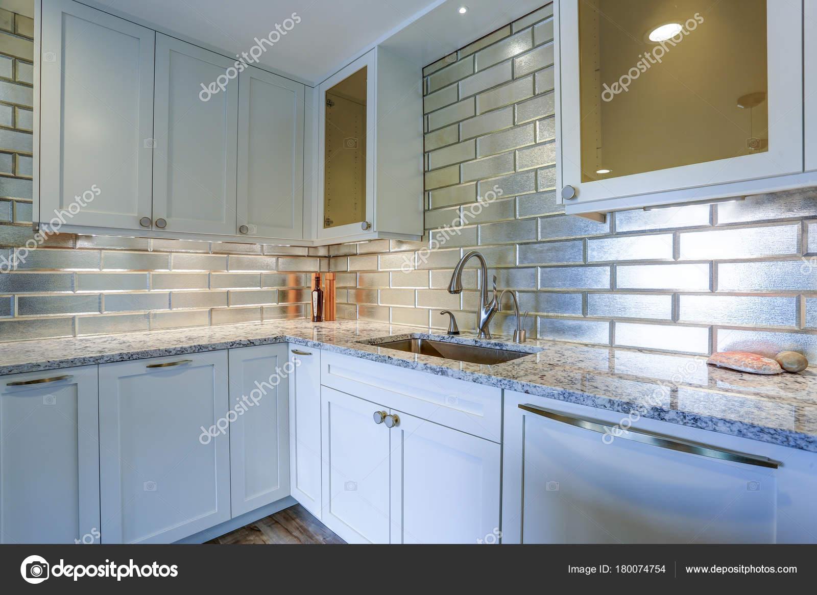 - Pictures : Quartzite Countertops Modern White Kitchen Design
