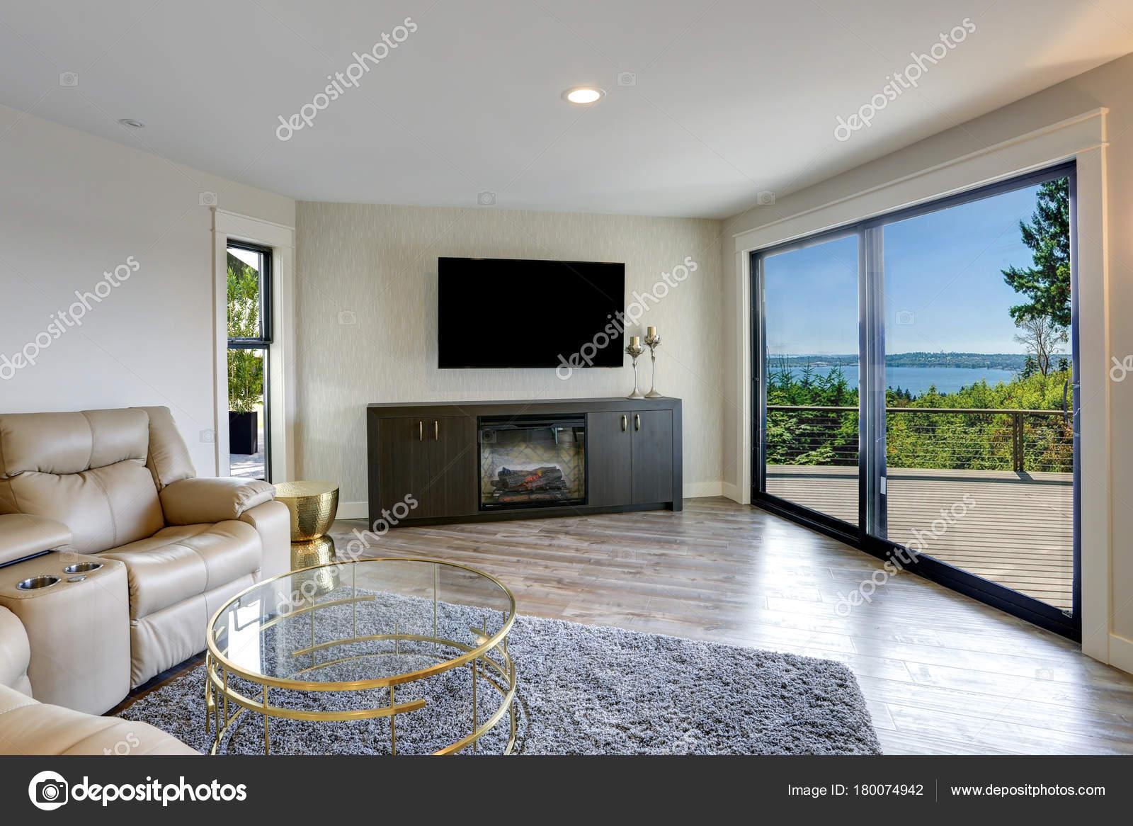 Schöne Familienzimmer mit Ausgang auf eine schöne Terrasse ...