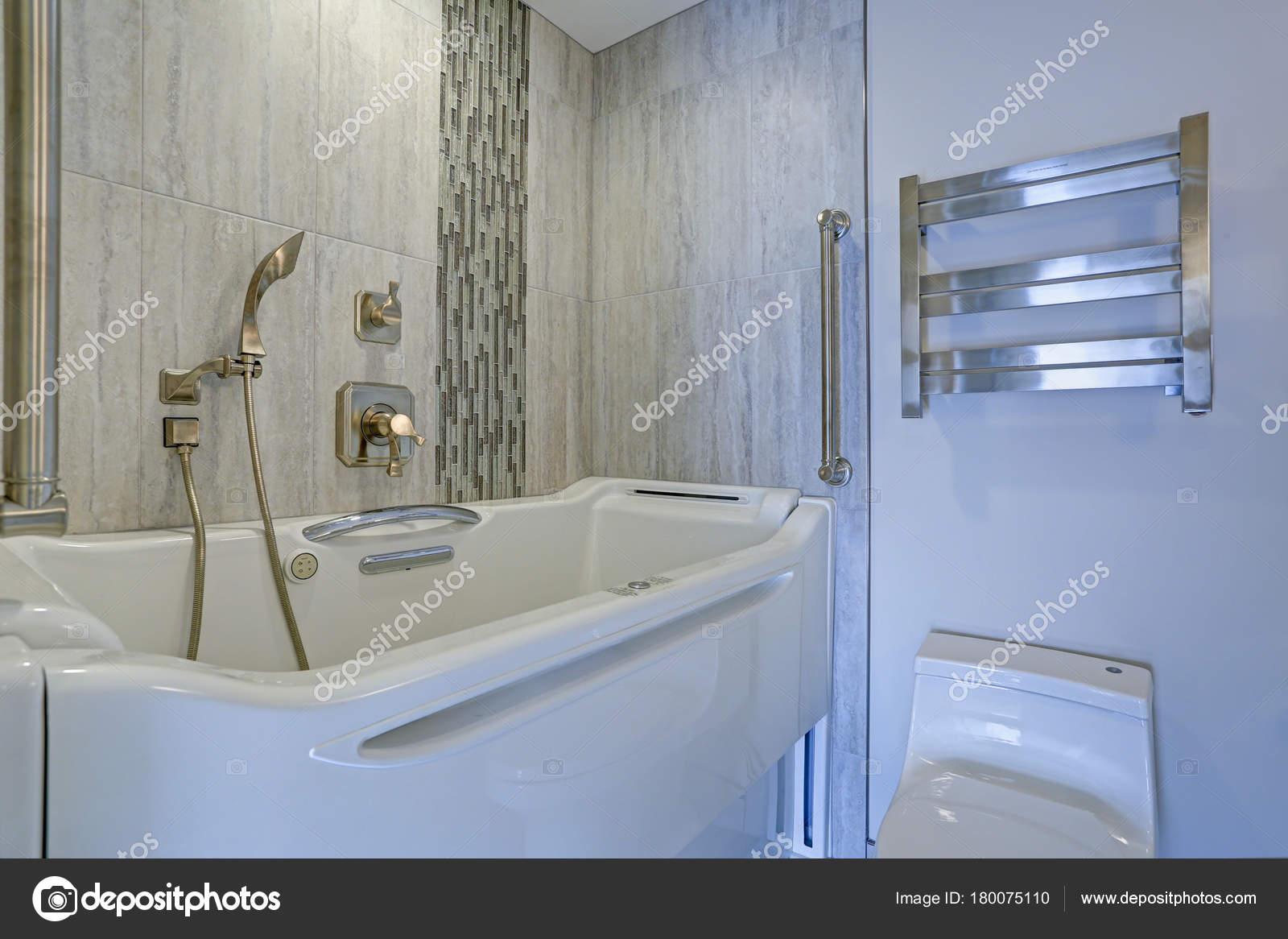 Design contemporain salle de bain avec baignoire-Jacuzzi Walk-in ...