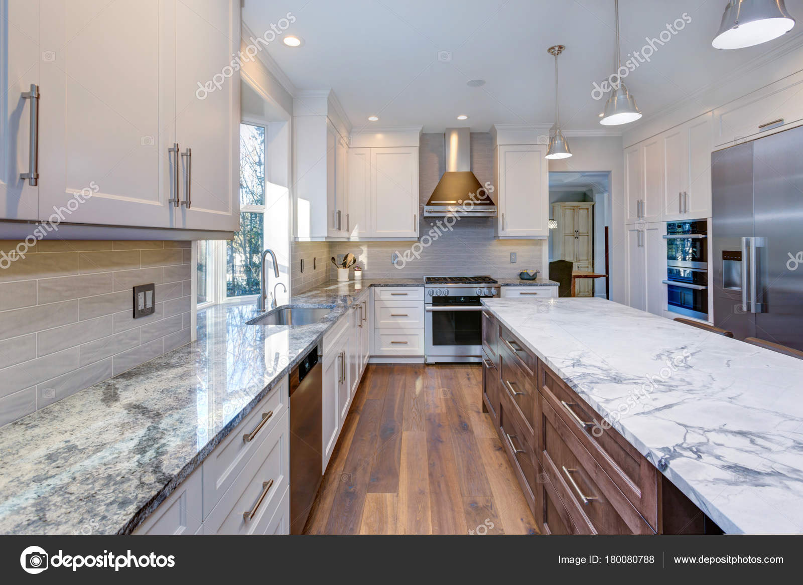 Schöne weiße Küchendesign — Stockfoto © alabn #180080788