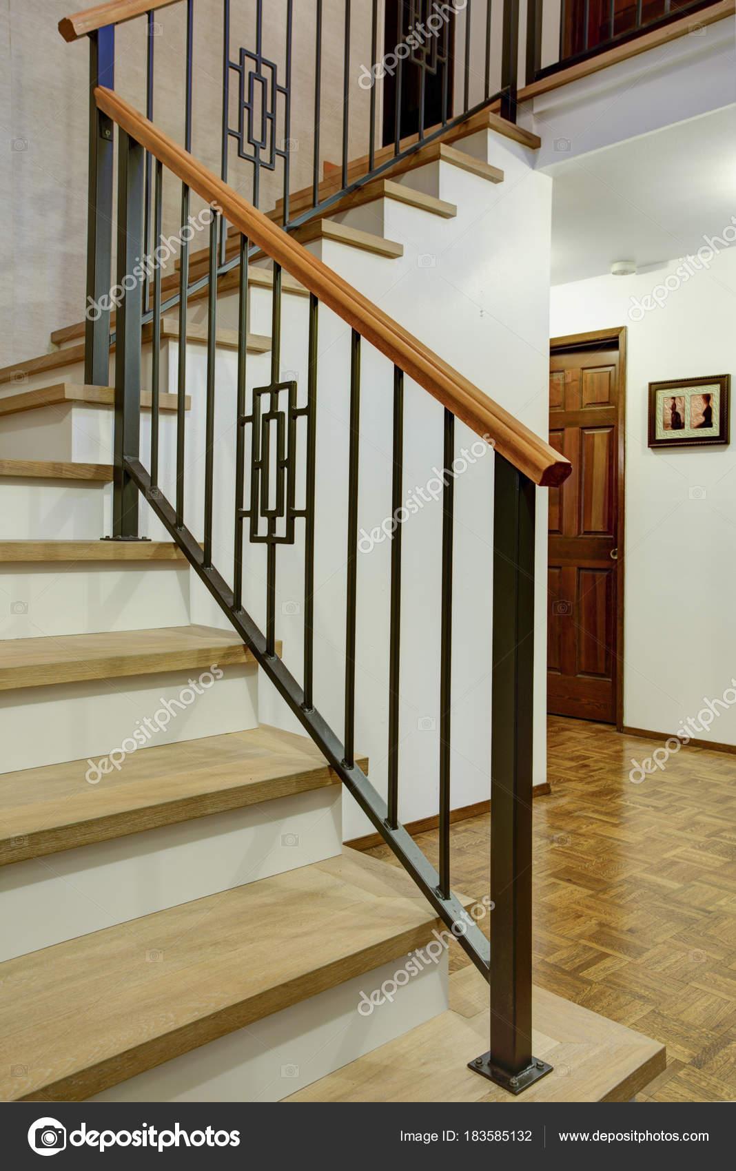 роскошный интерьер дома с видом прихожая стоковое фото Alabn