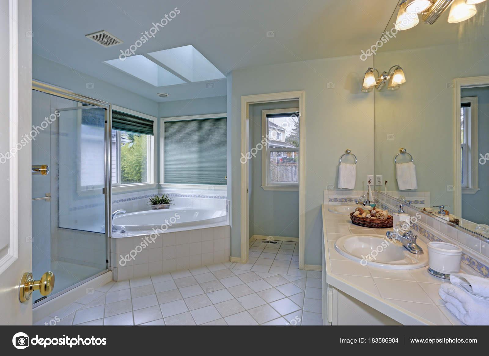 Lapeyre Salle De Bain Vasque ~  L Gante Salle De Bain Avec Puits De Lumi Re Photographie Alabn