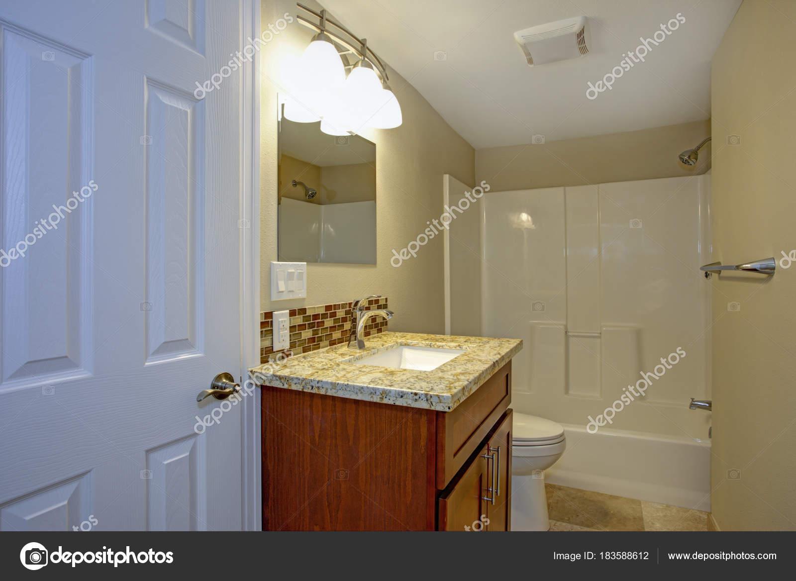 Bagno Con Doccia Mosaico : Splendido bagno con mosaico tegola backsplash u2014 foto stock © alabn