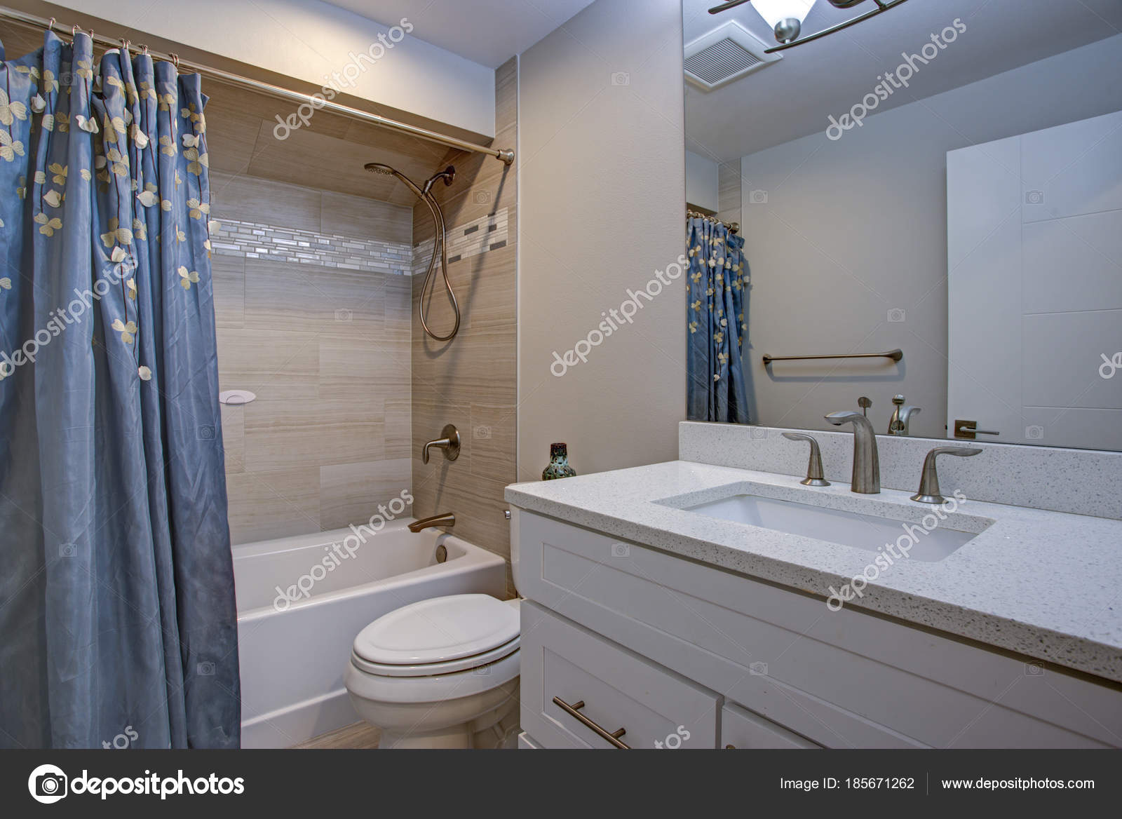 Marmeren Badkamer Vloer : Elegante badkamer met marmeren badkamervloer u stockfoto alabn