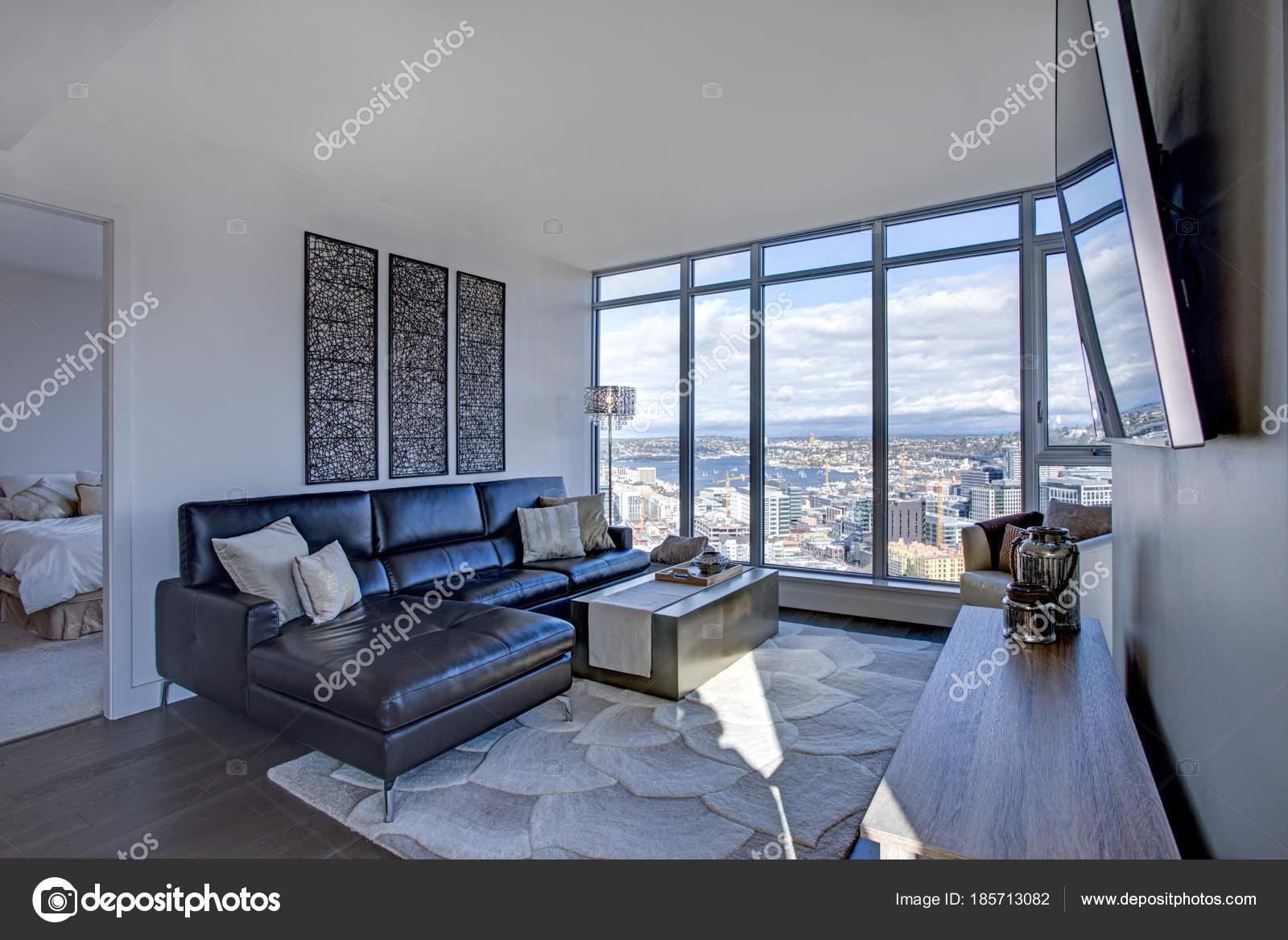 Lichtdurchfluteten Familienzimmer mit Panoramablick über Seattle ...