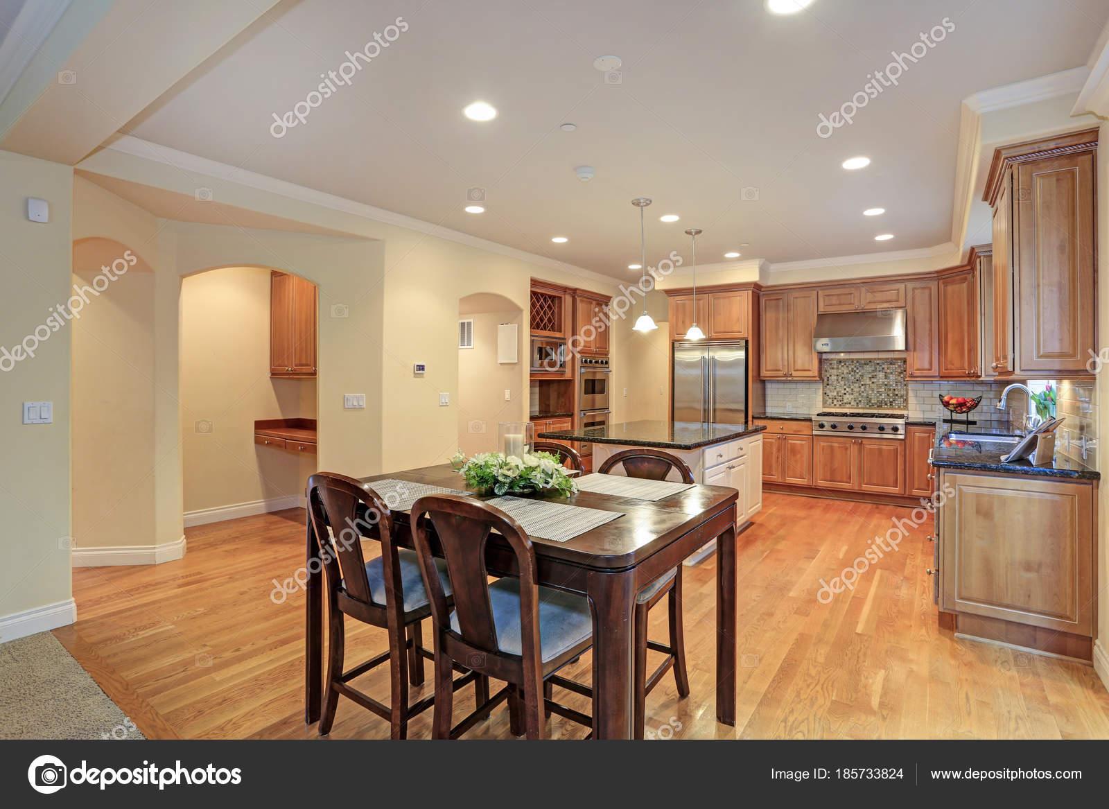Zona camera da pranzo e cucina di lusso u foto stock alabn
