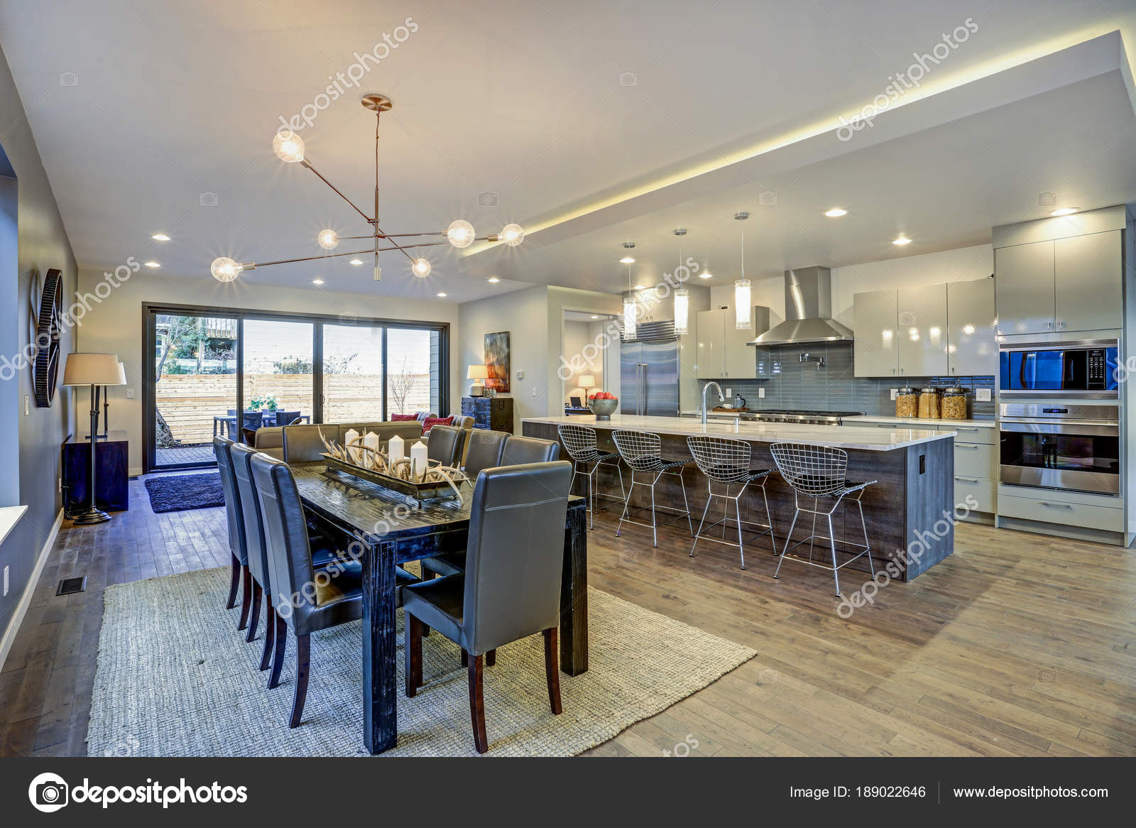 Cozinha Moderna Elegante Design Com Uma Ilha Central Longa Stock