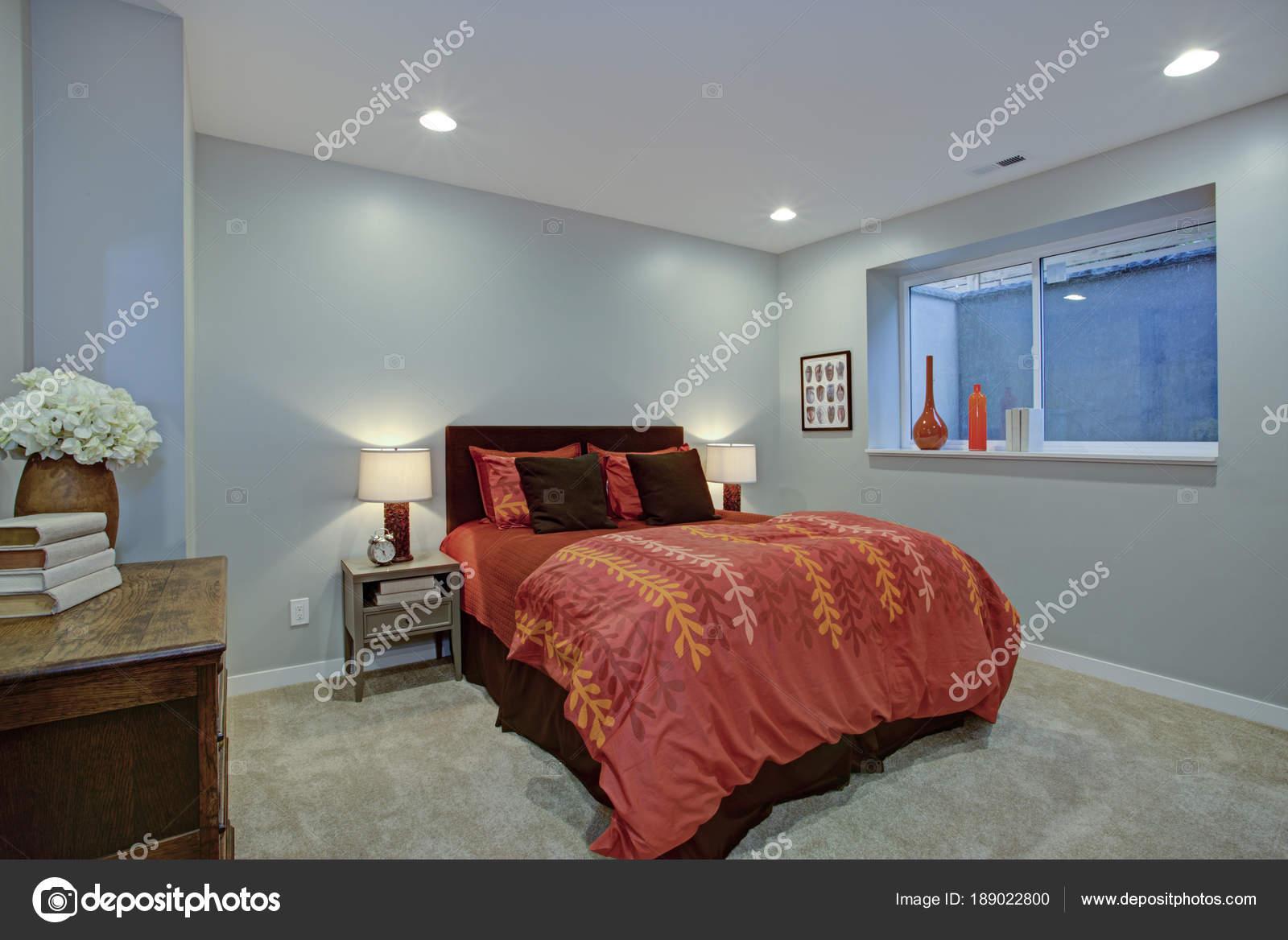 Affascinante design camera da letto con le pareti blu ...