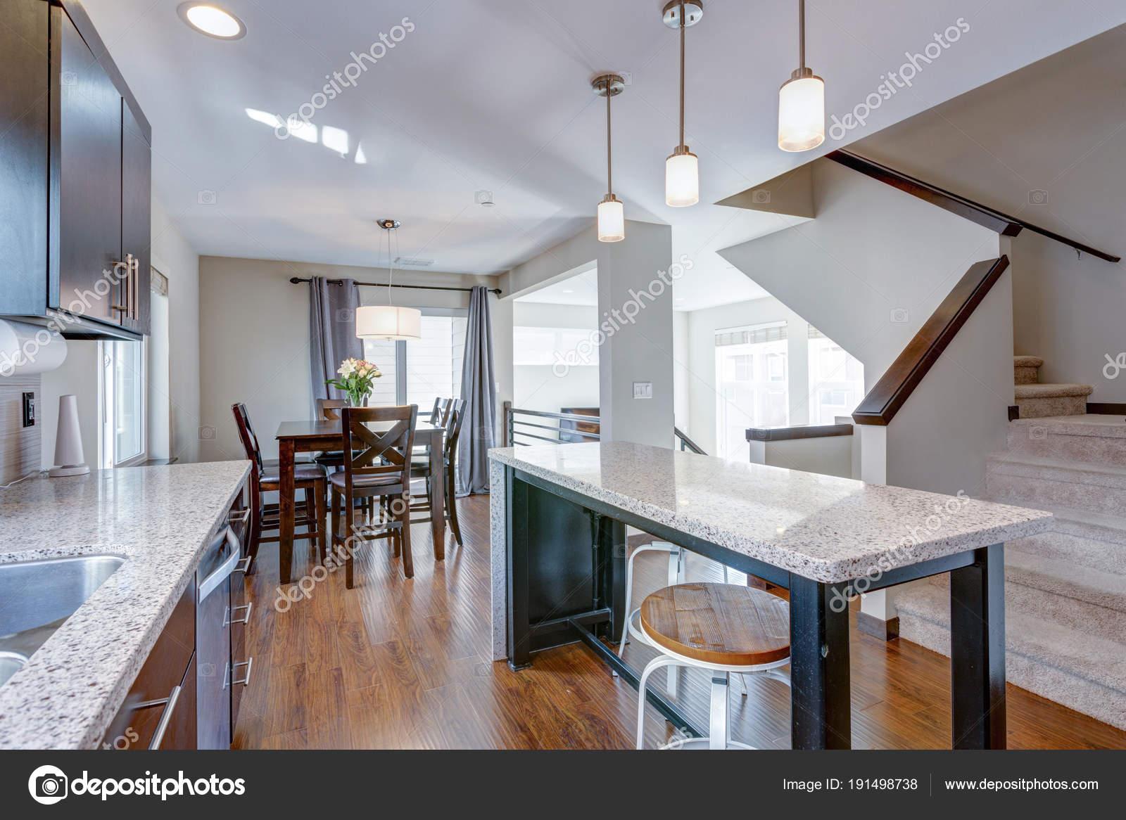 Keuken Plattegrond Open : Ruime keuken met open plattegrond u2014 stockfoto © alabn #191498738