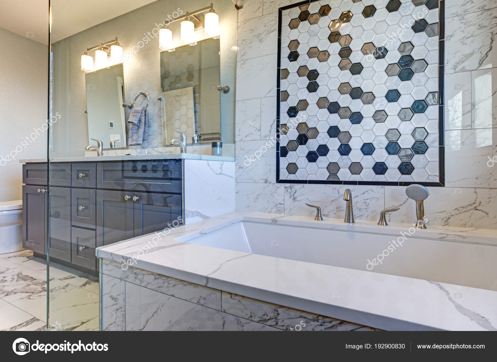 Luxury bathroom with Marble tile Surround — Stock Photo © alabn ...