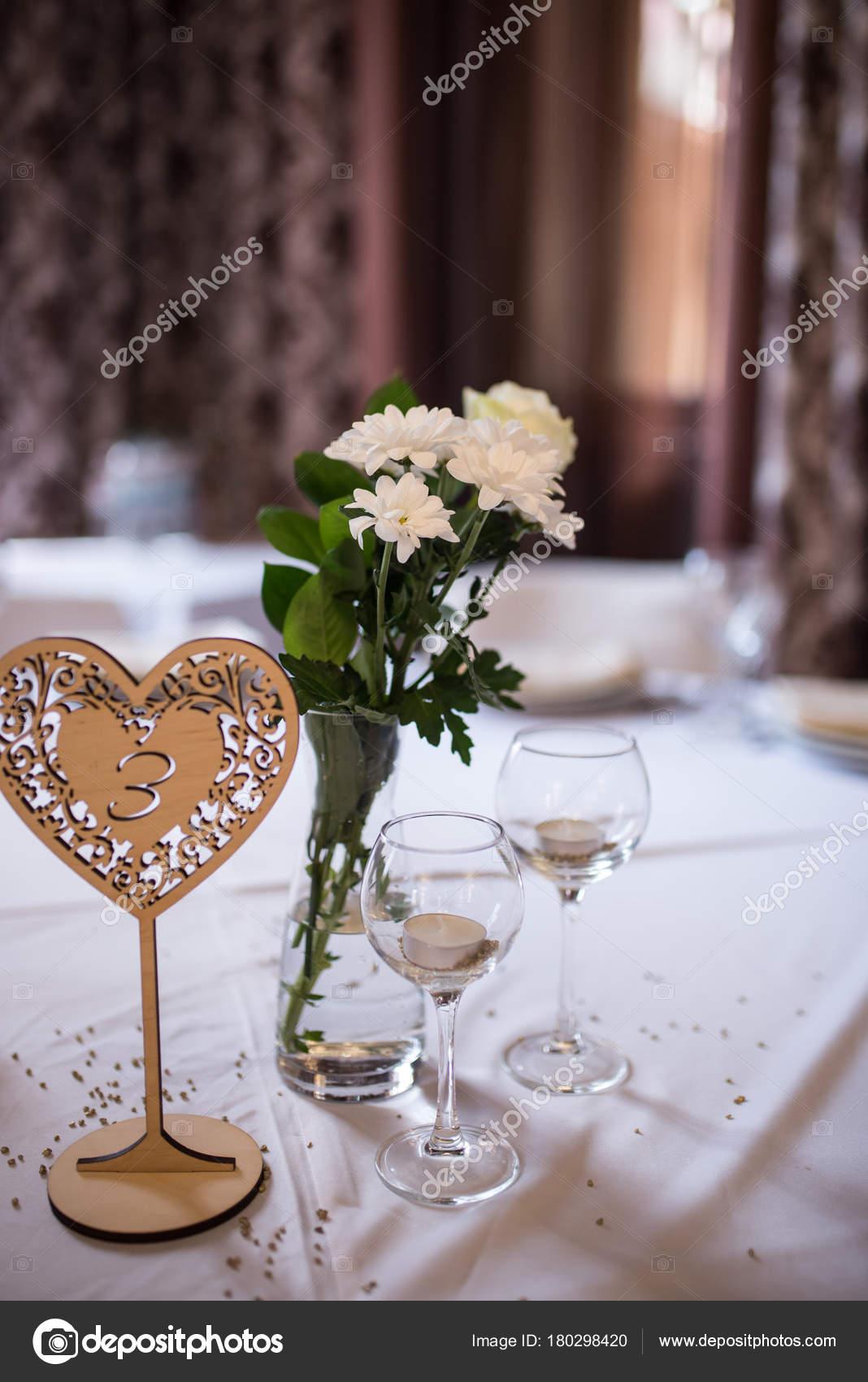 Hochzeit Dekoration Kerzen Glasern Weisse Blumen Der Vase Hochzeit